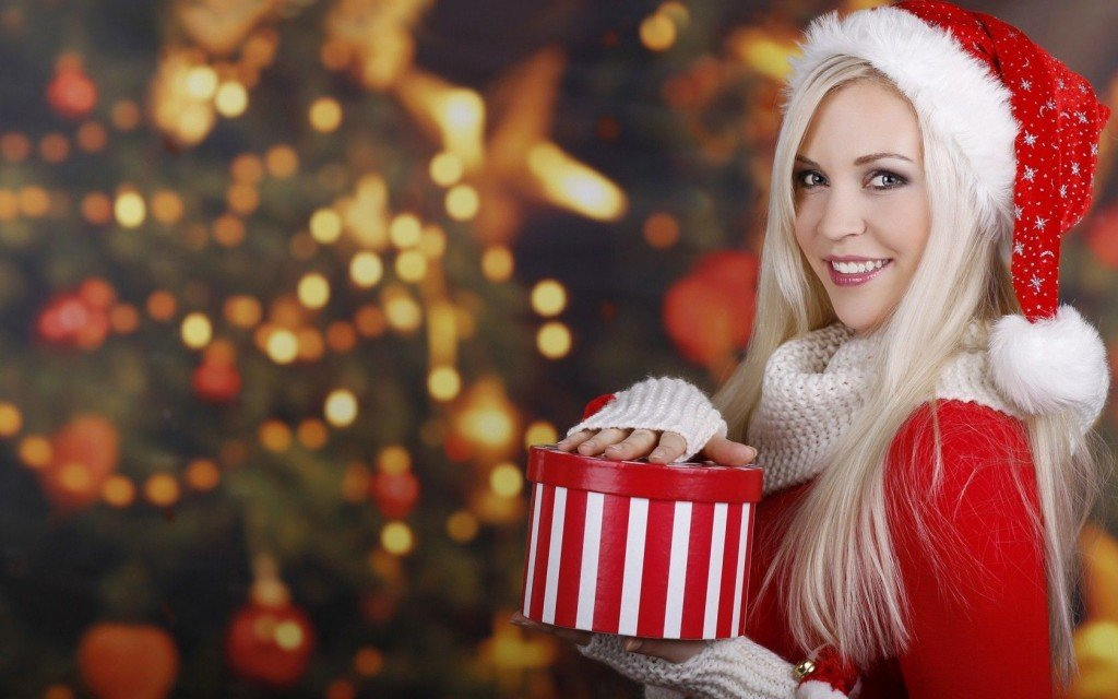 Blondes-women-Santa-Claus-New-Year-Christmas-tree_1680x1050